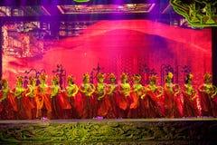 Snida och hembiträdet--Den historiska magiska magin för stilsång- och dansdrama - Gan Po Arkivbilder