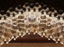 sniden arkitektur details islamiska muqarnas Arkivbilder
