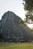 Sniden buddha bild från guld på klippan på Khao Chee chan Fotografering för Bildbyråer