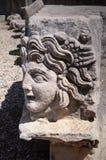 Sniden grekisk maskering av denromare amfiteatern, Myra, Turkiet Royaltyfri Bild