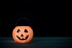 sniden halloween pumpa för den grymma säger miniatyrreaperen halloween för kalenderbegreppsdatumet lyckliga holdingen scythestand Arkivfoton
