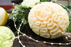 Sniden melon på tabellen Royaltyfri Bild