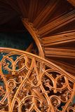 Sniden modell av en gammal trätrappa Royaltyfri Foto