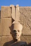 Sniden stenstaty av den egyptiska guden Royaltyfria Bilder