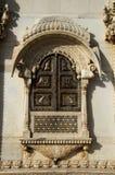 Snidit fönster på den yttre väggen av templet, Karni Mata eller templet av Rats, Bikaner, Rajasthan, Indien royaltyfri bild