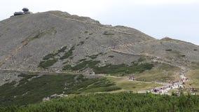 Sniezka, höchste Erhebung in den polnischen Bergen Karkonosze, Polen stock footage