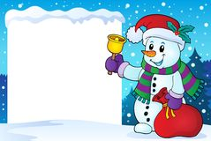 Snöig ram med julsnögubbe 1 Arkivbild