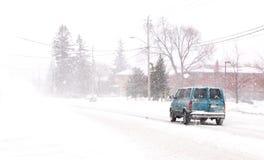 snöig skåpbil Arkivbild