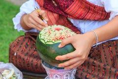 Snijd de watermeloen om vorm te bloeien stock foto