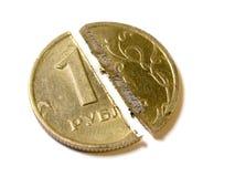 Snijd een muntstuk in één Russische die roebel op wit met het Knippen van Weg wordt geïsoleerd Stock Fotografie