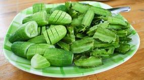 Snijd komkommer en groente Stock Foto