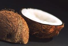 Snijd regelmatig de helften van kokosnoot royalty-vrije stock foto's