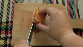 Snijdend gerookt filethaakwerk Eerste persoonsmening stock videobeelden