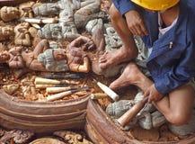Snijdend houten met de hand gemaakt beeldhouwwerk Royalty-vrije Stock Afbeeldingen