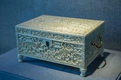 snijdende ambachten van het de 19de eeuw 1801-1900 de antieke ivoor, de doos van tuinverhalen tougue stock fotografie