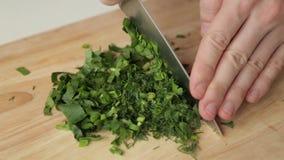 Snijdende greens op de Raad met een mes