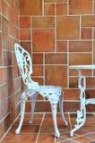 Snijdende ijzerlijst en stoel Stock Foto's