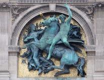 Snille av konsterna grensle Pegasus av Marius Jean Antonin Mercie, arkitektonisk detalj av Louvremuseet arkivbild