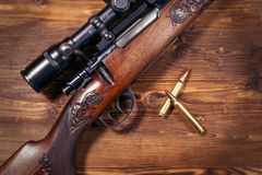 Sniper rifle with bullets Royalty Free Stock Photos