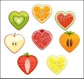 Snitt av differendfrukter och bär i formen av en hjärta. Vit bakgrund. Royaltyfri Illustrationer