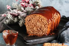 Snitt av hemlagat chokladbröd Arkivfoton
