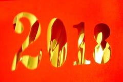 snitt för nytt år 2018 från rött papper på guld- bakgrund Royaltyfria Bilder