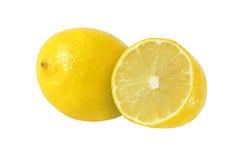 Snittet och den hela citronen bär frukt på vit bakgrund Arkivbild