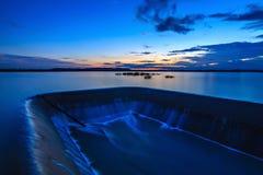 snnset da água da represa Imagens de Stock Royalty Free