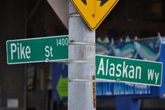 Snoeken St & Wy Van Alaska op de Waterkant van Seattle, Seattle, Washington Stock Fotografie