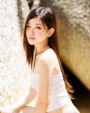 Snoepje dat jonge vrouwen glimlacht royalty-vrije stock foto's