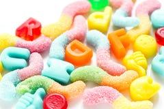 Snoepjes en suikersuikergoed op abstract patroon als achtergrond Stock Foto
