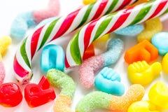Snoepjes en suikersuikergoed op abstract patroon als achtergrond Royalty-vrije Stock Foto's