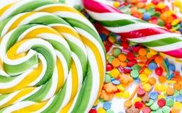 Snoepjes en suikersuikergoed op abstract patroon als achtergrond Royalty-vrije Stock Foto