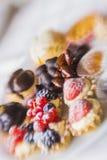 Snoepjes en thee door ZVEREVA Stock Foto