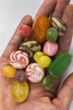 Snoepjes - hand van suikergoed Royalty-vrije Stock Afbeeldingen