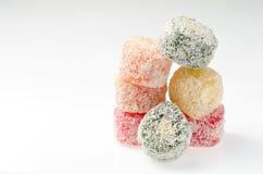 Snoepjes Turkse Verrukking, fruitgelei in de kleur van kokosnotenspaanders op a Royalty-vrije Stock Foto