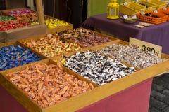 Snoepjes voor verkoop op een Poolse markt Stock Foto's