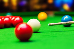 Snooker - closeup of aiming the cue ball Royalty Free Stock Photos