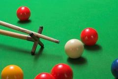 Snooker geschossen auf einem Rest Lizenzfreie Stockfotos