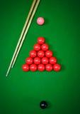 Snooker piłki ustawiać na zielonym stole fotografia stock