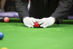 Snooker referee set up ball for new game Stock Photo