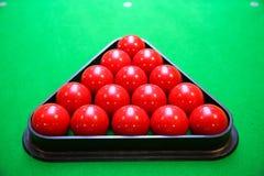 Snookerbal op snookerlijst, Snooker of Poolspel op groene lijst, Internationale sport stock fotografie
