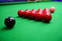 Snookerbal op snookerlijst, Snooker of Poolspel op groene lijst, Internationale sport royalty-vrije stock foto's