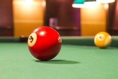 Snookerbollar på en tabell Royaltyfri Fotografi