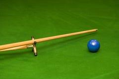Snookermarke und -kugel stockfoto