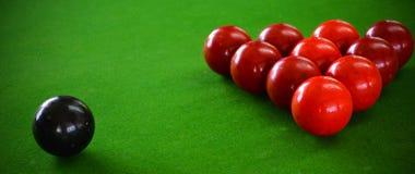 Snookertisch-und Snooker-Bälle auf Tabelle Stockfotos