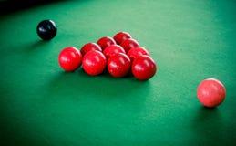 Snookertisch-und Snooker-Bälle auf Tabelle Lizenzfreie Stockbilder