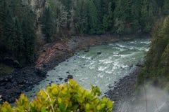 Snoqualmie河在秋天下 库存图片