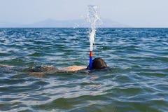 snorkel för dykarespringbrunn s Arkivfoto