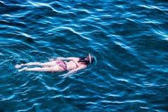 Snorkel i havet Arkivfoton
